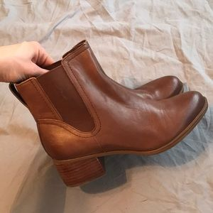 Women leather Naturalizer boots